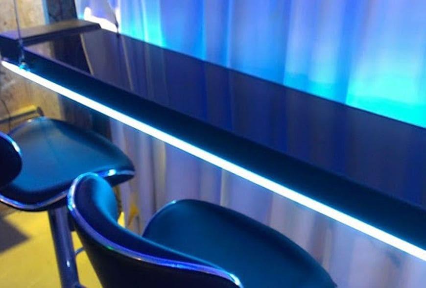 Etonnant Interactive LED Bartop